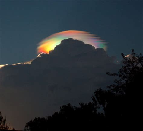 rainbow cloud where da gold at iridescent rainbow cloud geekologie