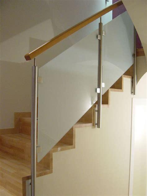 barandillas metalicas para escaleras m 225 s de 25 ideas incre 237 bles sobre barandas de cristal en