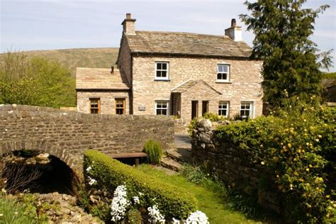 bridge cottage waterside rental in the yorkshire dales