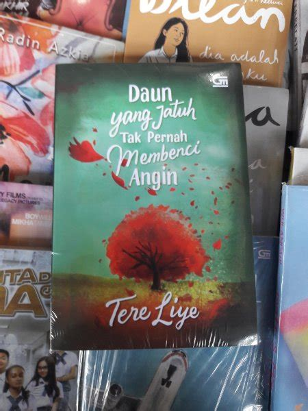 Daun Yang Jatuh Tak Pernah Membenci Angim jual daun yang jatuh tak pernah membenci angin tere liye books shop di lapak books shop jalyan89