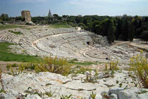 teatro greco di siracusa siracusa area archeologica a siracusa teatro greco typical sicily