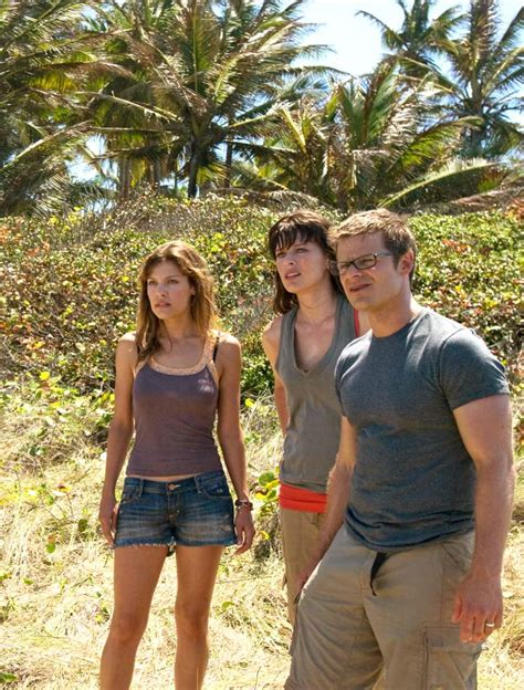 milla jovovich chris hemsworth new images from a perfect getaway youbentmywookie