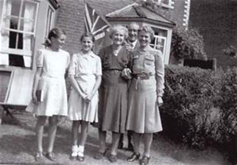 aunties war the bbc bbc ww2 people s war a wartime childhood 1939 45 part 2 no comfort