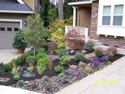 Rock Garden Front Yard 1000 Ideas About Small Front Yards On Pinterest Small Front Yard Landscaping Front Yard