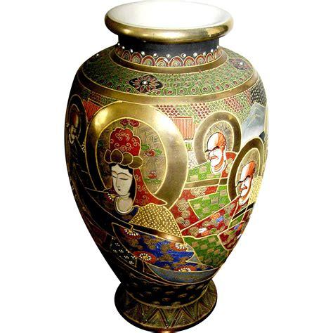 vasi satsuma exceptional satsuma vase with applied gold halos around