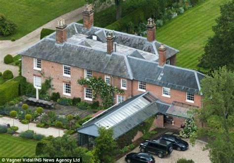 bucklebury middleton house the family tragedy that helped the middletons make their