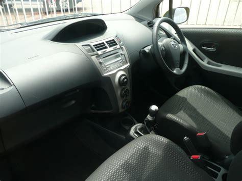 how make cars 2012 toyota yaris interior lighting toyota auris vs yaris hatchback comparison japancarreviews com