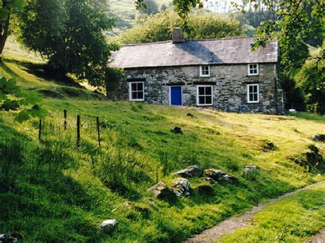 Cottage Pronunciation Bron Yr Aur