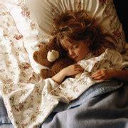 heiserkeit bei kindern wann zum arzt bauchschmerzen bei kindern wann m 252 ssen sie zum arzt