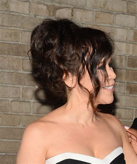 rosie perez hair rosie perez long curly formal wedding hairstyle