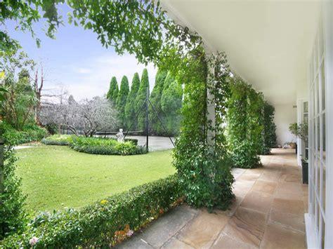 Hedging Ideas For Gardens Landscaped Garden Design Using Grass With Verandah