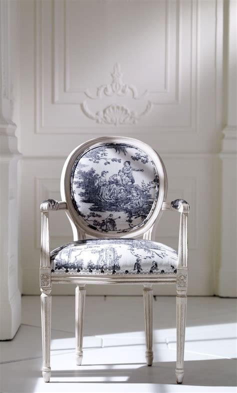 toile blue  white  red  white chairs  pins