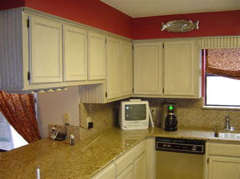 Antique Whitewash Kitchen Cabinets by How To Paint Oak Cabinets Antique White Manicinthecity