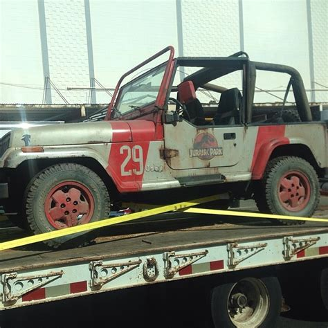 jurassic world jeep original jp jeep returns to jurassic world