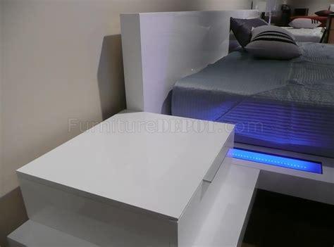 high gloss white finish modern bedroom  built