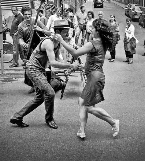 free swinging video 2 danseurs dans la rue danse pinterest tes danseurs