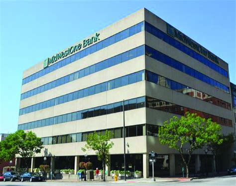 cbi bank cbi bank trust acquiring midwestone s davenport office