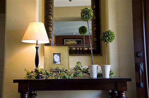creative outpour decorating that entry table