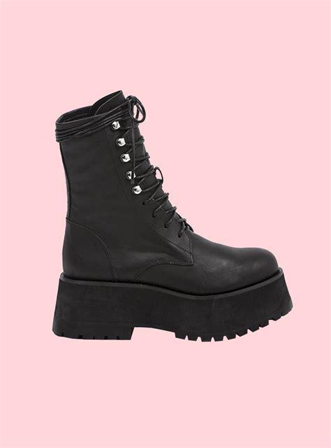 unif armada boot
