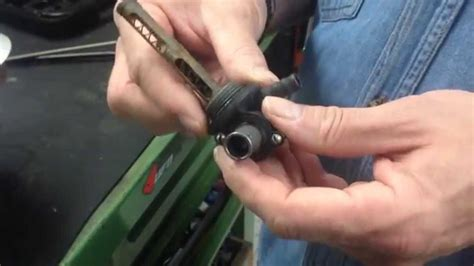 sostituzione guarnizione rubinetto smontaggio rubinetto serbatoio vespe tutorial