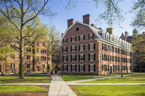 Yale 2 2 Mba Program by Yale Resigns Costume Controversy