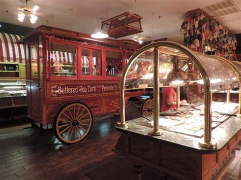 Inside Picture Of The Original Benjamin S Calabash Original Benjamins Buffet Price