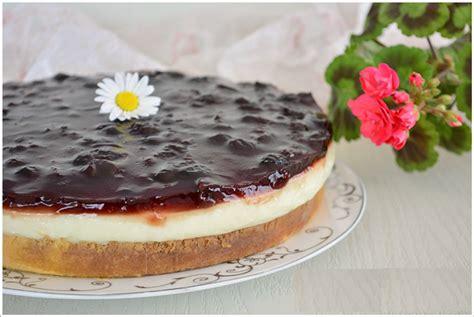 pasta kolay pratik resimli videolu oktay usta yapilisi pandispanya kekli vişneli yaş pasta tarifi oktay usta