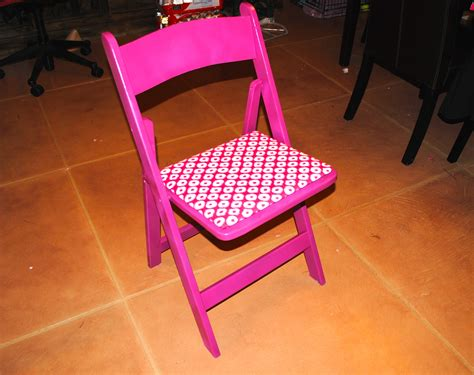 Girly Chairs by Diy Les Mis Chairs Get A Girly Makeover Nuhvuh