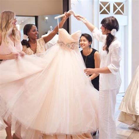 Wedding Dress Etiquette by Wedding Dress Shopping Etiquette Every Should