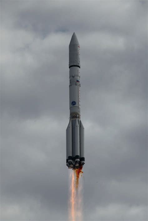 Russian Proton by Photos Russian Proton Rocket Blasts With Echostar 21