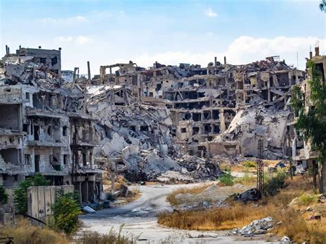 tourist  homs    devastated city  syria