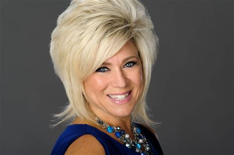 theresa caputo new hair tourist trapped long island medium live in stockton