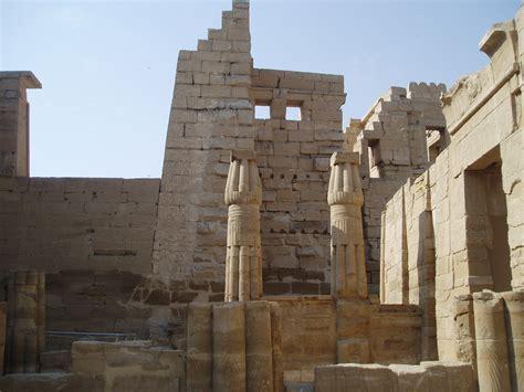 medinet habu temple  egypt thousand wonders