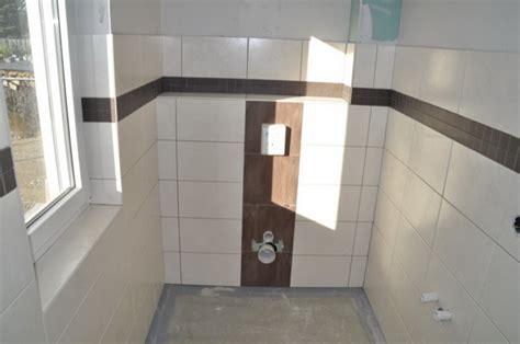 fliesenwand im badezimmer bad ideen g 228 ste wc