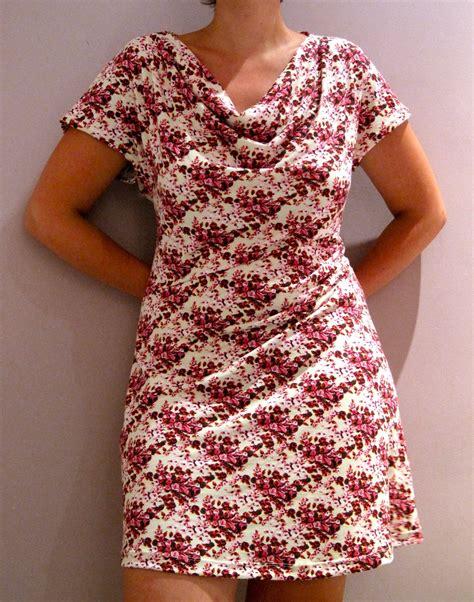 Heva Dress naaistaart dress met overdreven lange fotouitleg