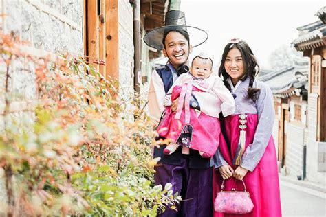 Wenda Syari Ungu lucunya keluarga ruben onsu dan sarwendah pakai baju adat