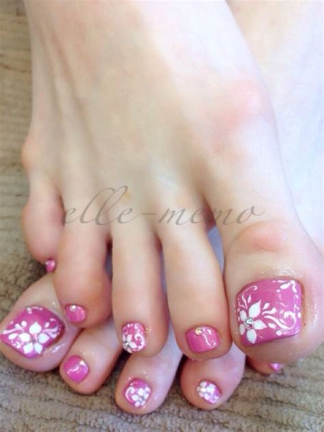 flower design on toenails 30 really cute toe nails for summer pretty designs