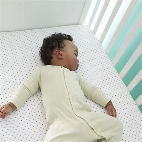 Baby Sleeps On Side In Crib How To Get Your Baby To Sleep In Crib Hirerush