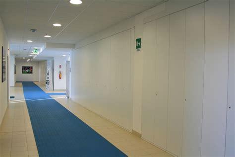 tappeto ufficio amazing corridoio spogliatoi con armadi e tappeto with