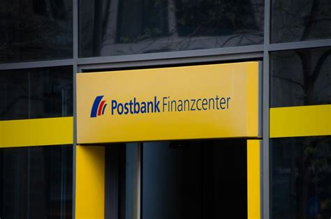 deutsche bank tochter deutsche bank gewinn bei tochter postbank halbiert sich