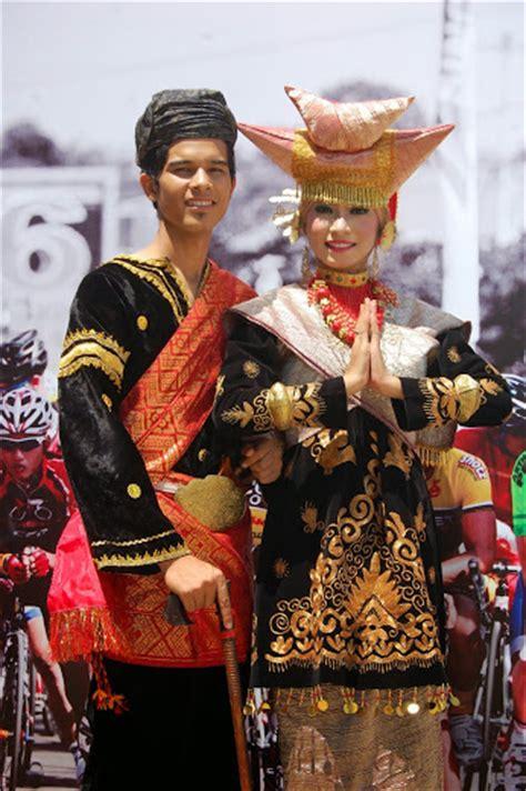 Baju Adat Lintau tour travel rangkiang organizer puncak lawang
