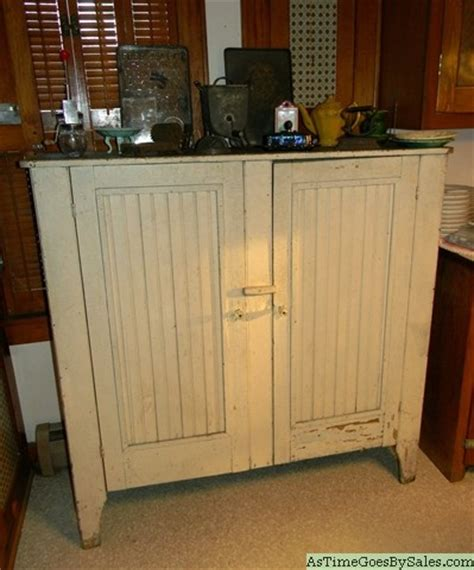Wainscoting Cabinets by Wainscot Cabinets What I Look For