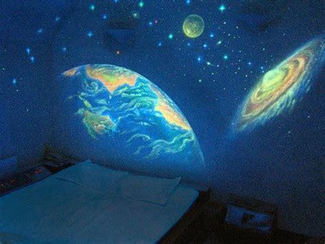 Glow In The Dark Moon Wall Sticker peinture phosphorescente une id 233 e lumineuse hubstairs