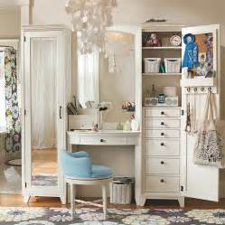 Retro bedroom design idea with antique vanity table set paired with