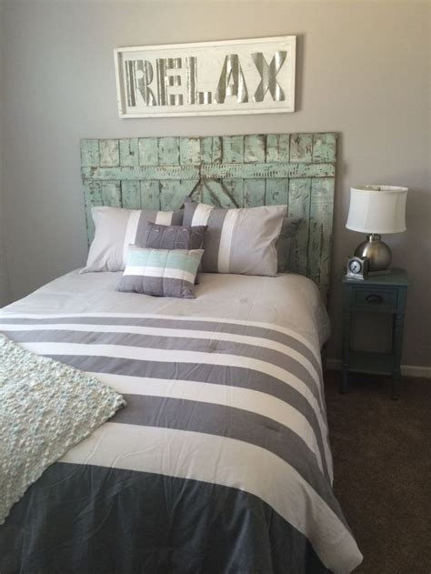 distressed headboards 1000 ideas about distressed headboard on pinterest