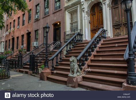 brownstone house nyc new york ny usa historic row houses brownstone buildings street stock photo