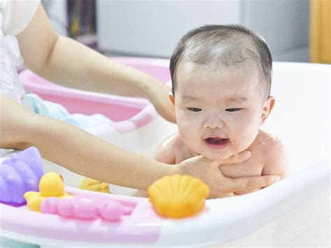 summer infant newborn to toddler bath center and shower 100 summer newborn to toddler bath center and shower