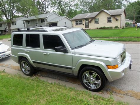 jeep commander silver 2007 jeep commander silver 200 interior and exterior images