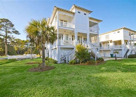 Paula Deen House by Paula Deen S Y All Come Inn Mermaid Cottages On Tybee
