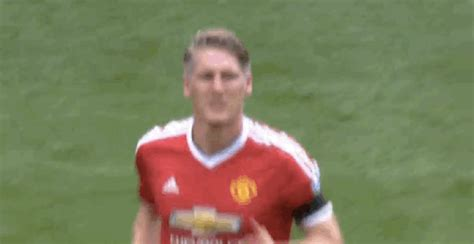 wallpaper gif manchester united manchester united midfield maestro gif find share on giphy